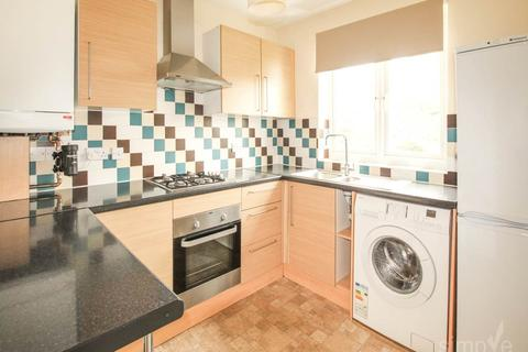 2 bedroom flat - Kings Avenue, Greenford, Middlesex