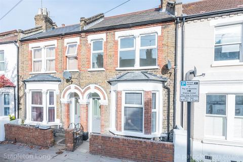 3 bedroom house - Moffat Road, London