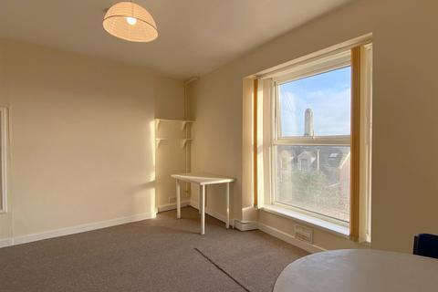 1 bedroom ground floor flat - Bay View Crescent, Swansea