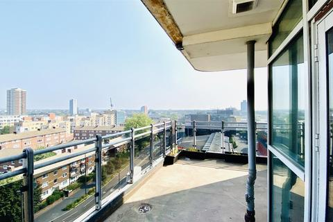 2 bedroom apartment to rent - Gerry Raffles Square