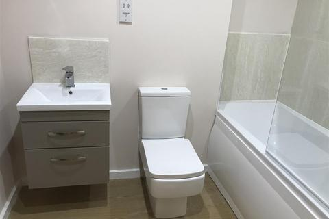 2 bedroom flat to rent - Wellington Road North, Stockport