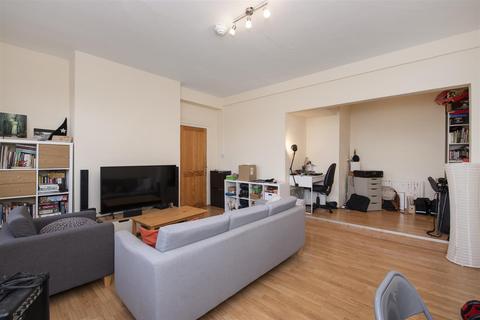 3 bedroom flat to rent - Meadvale Road, Ealing, London