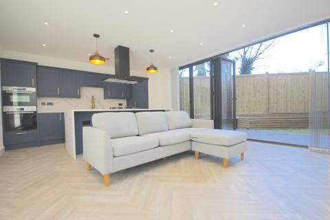 3 bedroom apartment for sale - Fairview Road, London, SW16
