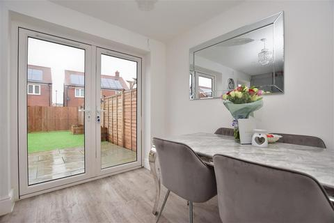 3 bedroom terraced house for sale - Campbell Grove, Horley, Surrey