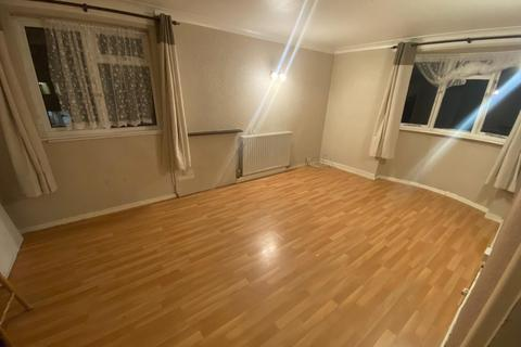 3 bedroom flat to rent - The Coppice, West Drayton UB7