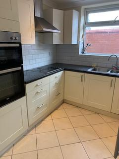 5 bedroom end of terrace house to rent - Carlton Avenue, M14 7WL