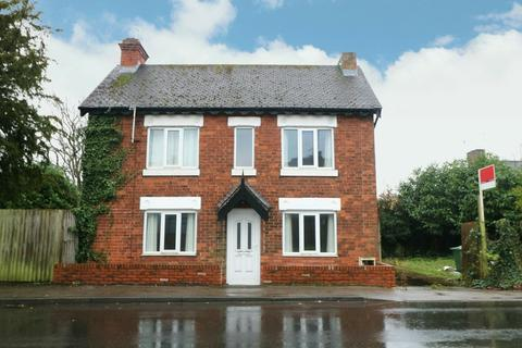 2 bedroom detached house - High Street, Shirley