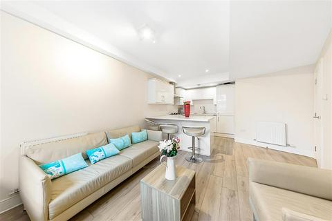 3 bedroom flat to rent - New Kings Road, SW6