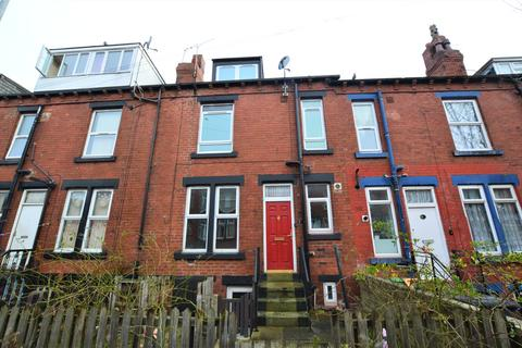 2 bedroom terraced house - Trentham Avenue, Leeds
