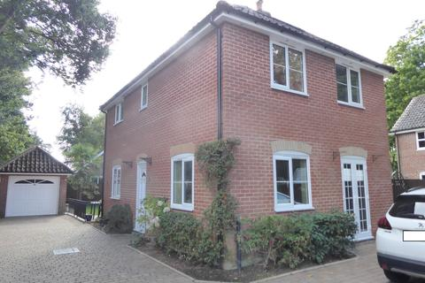 3 bedroom detached house - LEISTON