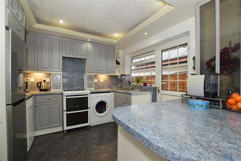 4 bedroom detached bungalow for sale - Rushetts Road, West Kingsdown, Sevenoaks, Kent