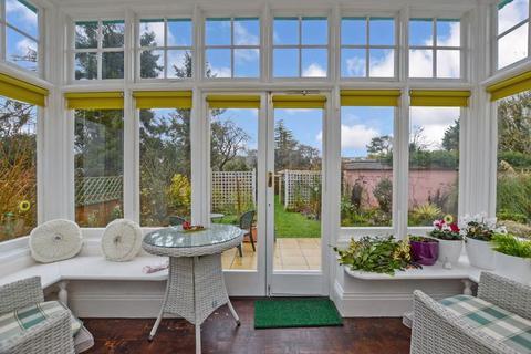2 bedroom ground floor flat for sale - Garden Flat, Harnham Road             *VIDEO TOUR*