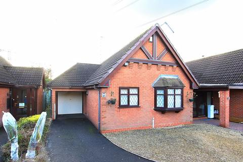 2 bedroom detached bungalow for sale - WOMBOURNE, Foley Grove