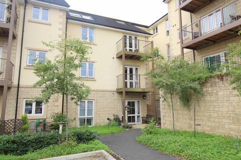 2 bedroom flat for sale - The Fairways, Chippenham