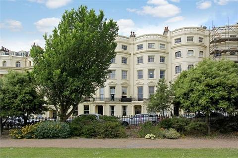 2 bedroom flat to rent - Brunswick Square, Hove, BN3