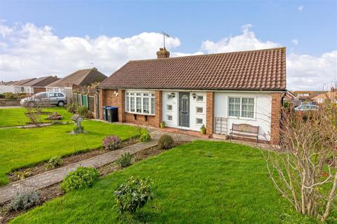2 bedroom detached bungalow to rent - Chester Avenue, Lancing