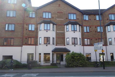 2 bedroom flat - Juniper Court Grove Road, Hounslow
