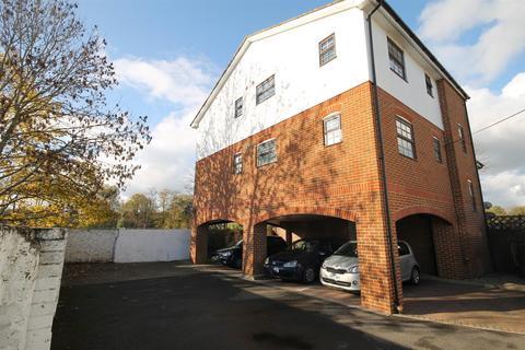 2 bedroom apartment - West Street, Carshalton