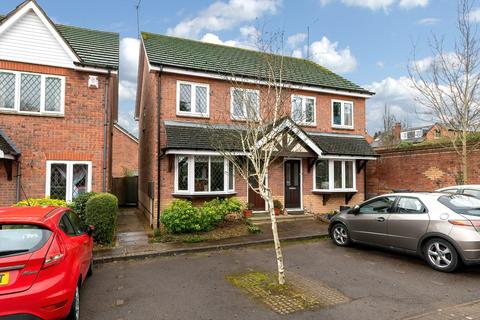 3 bedroom semi-detached house - Reeve Drive, Kenilworth