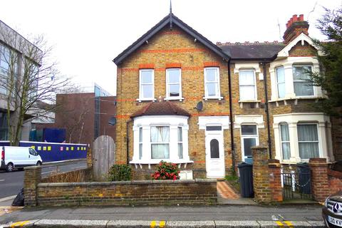 3 bedroom flat - Montague Road, Hounslow, Middlesex