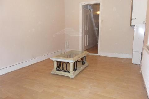 2 bedroom flat - Montague Road, Hounslow, Middlesex