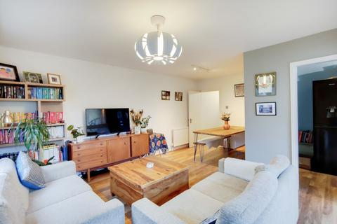 2 bedroom flat - Geoffrey Road, Brockley, SE4
