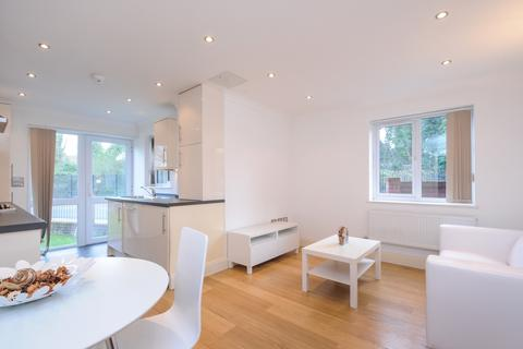 2 bedroom apartment to rent - Palace Road London SW2