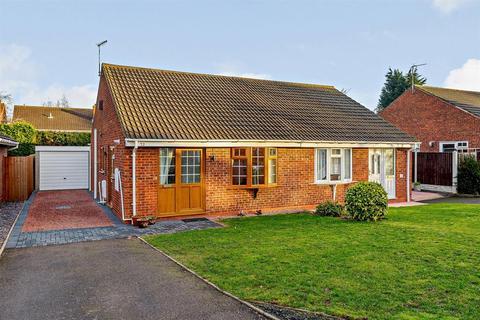 2 bedroom bungalow for sale - Yew Tree Avenue, Lichfield