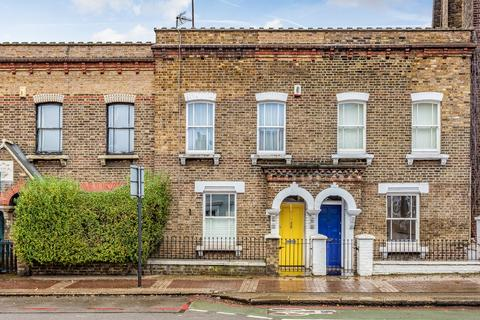 2 bedroom cottage for sale - Latchmere Road, Battersea, SW11
