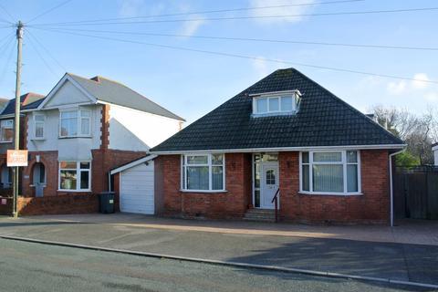 3 bedroom detached house for sale - Irving Road, Southbourne