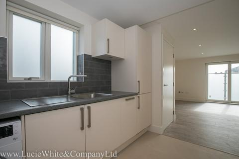 3 bedroom apartment to rent - West Mount, West Croydon