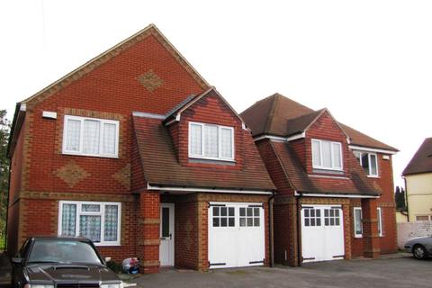4 bedroom house to rent - Basingstoke Road, Reading