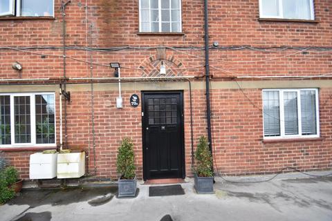 3 bedroom flat to rent - Packhorse Road, Gerrards Cross, SL9