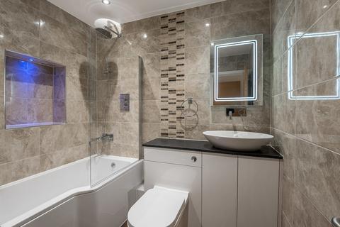 2 bedroom flat - Lavender Hill, Battersea, London SW11
