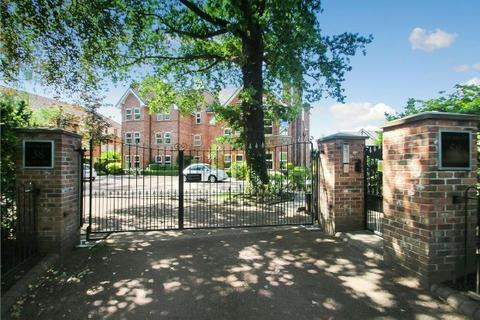 2 bedroom apartment - Moss Lane, Sale