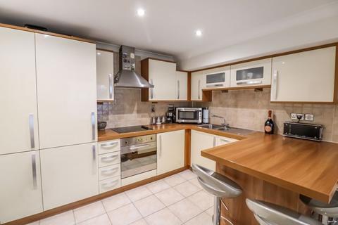 2 bedroom ground floor flat for sale - Historic Colnbrook