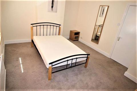 4 bedroom house share to rent - Large fully furnished double room to rent, all bills included, Rodbourne, Summers Street