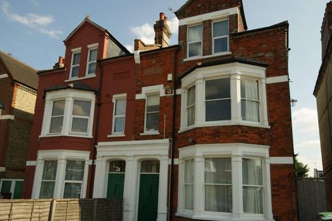 1 bedroom flat to rent - Large Studio Apartment - Bounds Green, N22