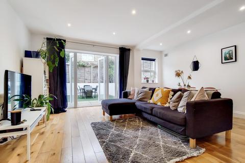 2 bedroom ground floor flat to rent - Kingscourt Road, London