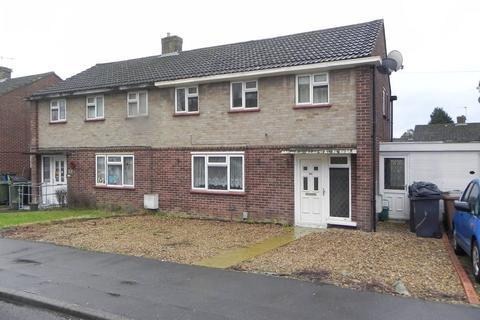 3 bedroom semi-detached house - Applegarth Avenue, Guildford
