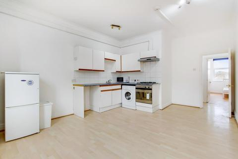 2 bedroom property to rent - Streatham High Road, London