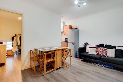 2 bedroom property to rent - North End Road, London