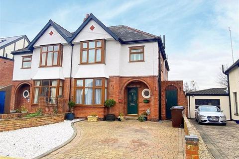 4 bedroom semi-detached house - Sandfield Road, Churchdown