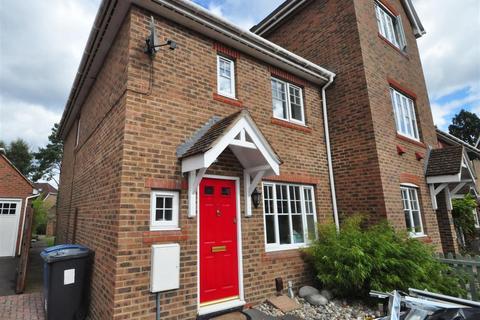 3 bedroom semi-detached house to rent - Wintney Street, Fleet