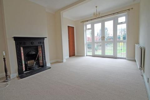 4 bedroom detached bungalow to rent - Kings Avenue, Sunbury-on-Thames, TW16