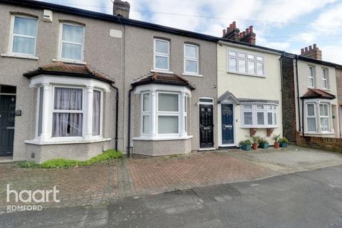 2 bedroom terraced house - Douglas Road, Hornchurch