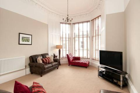 2 bedroom flat to rent - Coates Gardens, Edinburgh      Available 5h March