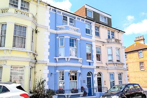 7 bedroom terraced house for sale - St Aubyns Road, Eastbourne