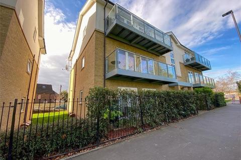 3 bedroom flat for sale - Larchwood Court, N21