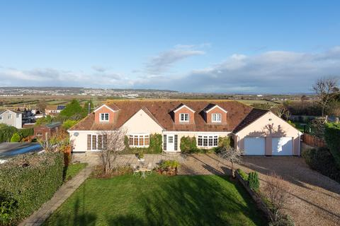 6 bedroom detached house for sale - Substantial home in Hutton